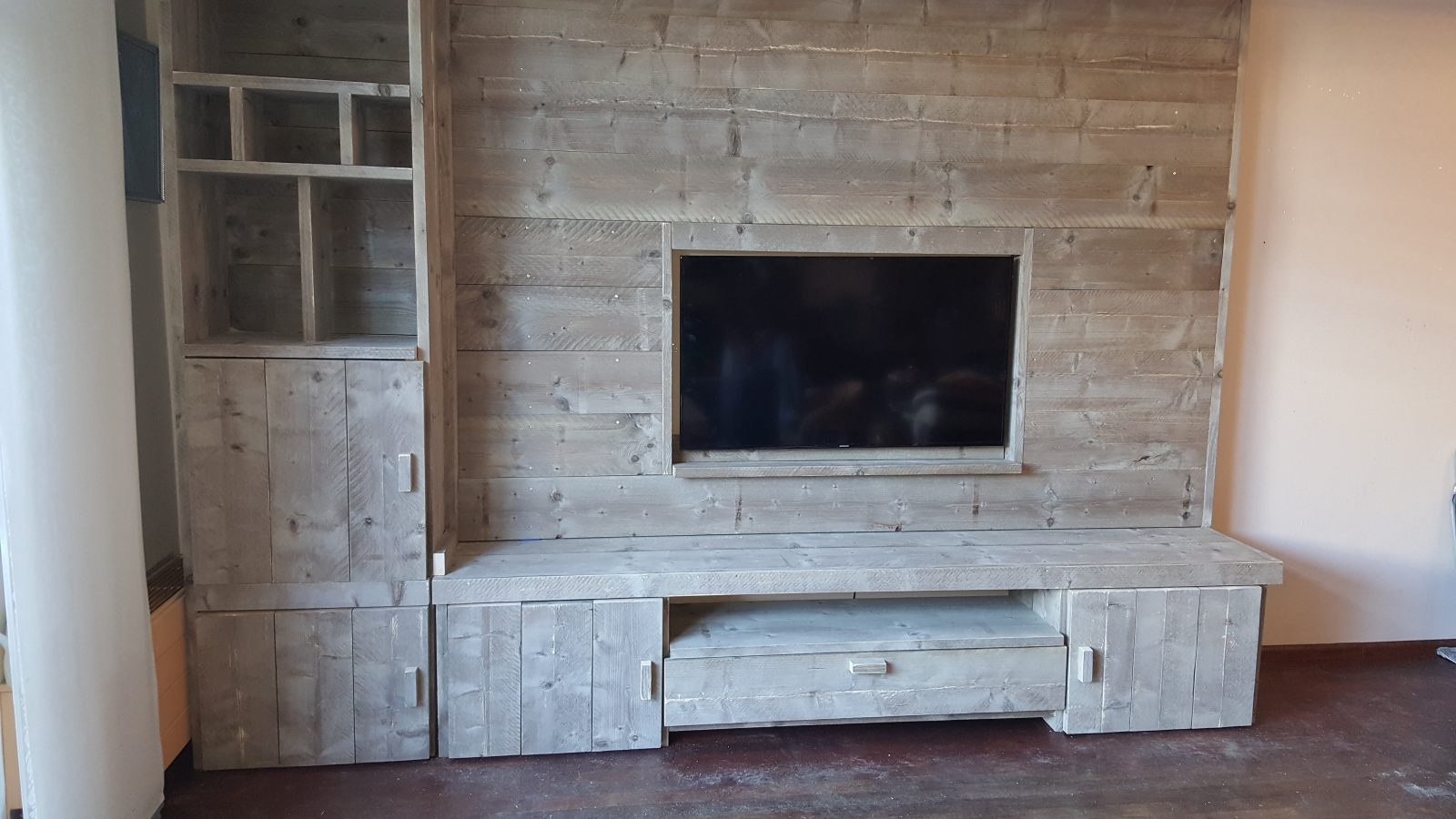 Steigerhout Tv Kast : Tv kast ingebouwd in achterwand rb houtwerk